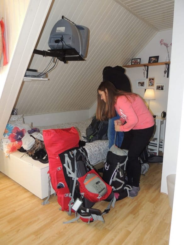 Manon packing for world trip